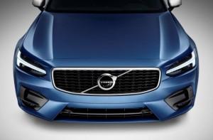 капот Volvo R-Design