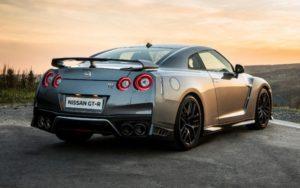 Nissan GT-R фото