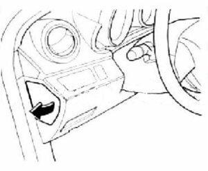реле в салоне Mazda 3
