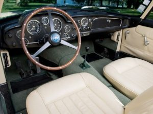 салон Aston Martin
