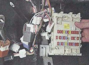 Nissan Primera P12 блок предохранителей