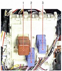 Nissan Primera P12 блок реле