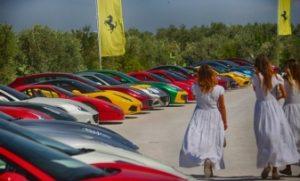 Невероятное зрелище - юбилейный пробег суперкаров FERRARI